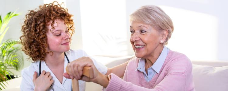 aide-soignante-et-senior