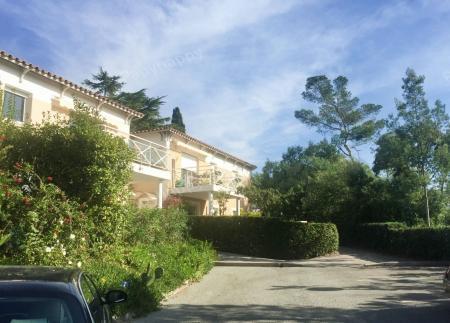 couverture_residence-seniors-saint-raphael-les-villages-dor